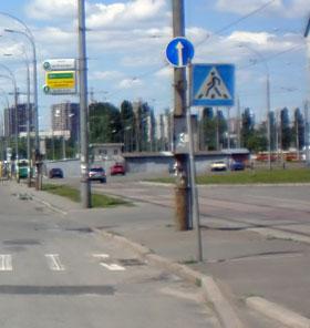 На этот знак многие автомобилисты не обращают внимания и поворачивают налево.