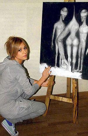 Марина Лизоркина и одна из ее работ. Фото Елена Лаптева.