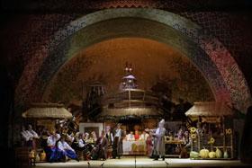 На сцене оперетты царила украинская идиллия.