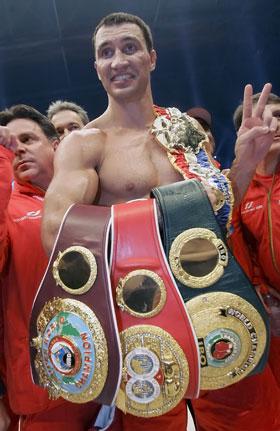 В бою против Чагаева Владимир отстоял сразу три пояса чемпиона мира.