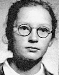 Пугачева в школе не отличалась прилежанием: уже тогда она старалась как можно больше времени посвятить музыке.