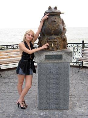 Кого давит жаба, приходите на Приморскую площадь.