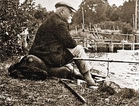 ...и пенсионер-рыбак в эмиграции на исходе жизни.