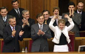 Сергей Терехин (слева) и Юлия Тимошенко (2005 год): поймали удачу за хвост прямо в Верховной Раде - бюджет принят!