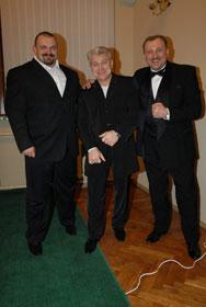 Три богатыря: Василий и Роман Вирастюки и Владимир Турчинский( в центре)