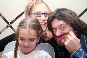 С женой Ириной и дочкой Устиной.