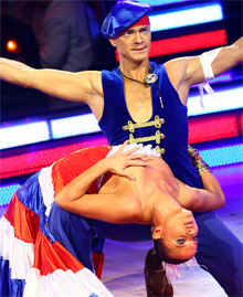 Во время танца у Натальи Могилевской сползла бретелька, обнажив грудь