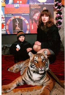 Мама с сыном Юрой в цирке. Фото сделано за несколько лет до трагедии.