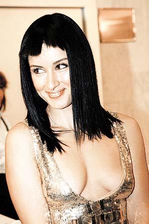 На фоне прелестей Тины Канделаки померк даже блеск ее платья...