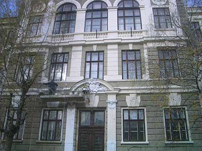 Школа, где учился Арсений Яценюк