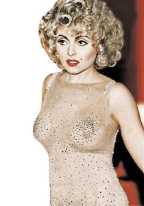 Анжелика Варум в таком откровенном наряде появилась на съемках новогоднего «Огонька».