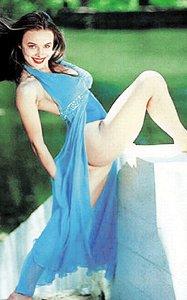 Экс-«ВИА Гра» Надя Грановская во время откровенной фотосессии так разошлась, что забыла про белье.