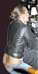 Жанна Фриске легко обходится без нижнего белья.