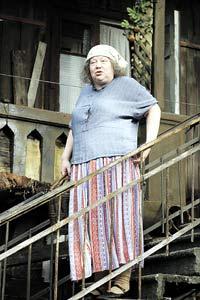 Крючковой удалась роль одесситки тети Песи.