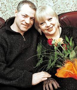 Светлана Крючкова рядом с любимым мужем чувствует себя защищенной.
