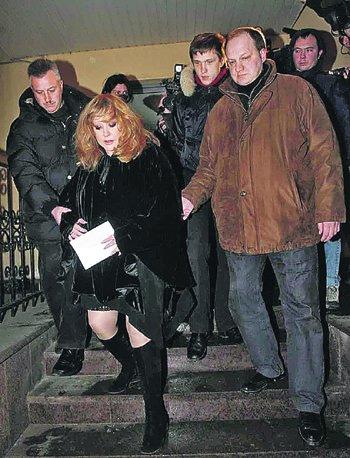 Пугачева пришла на панихиду с последним стихотворением Бориса Баркаса.
