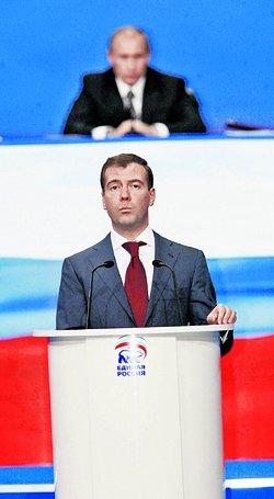 Будет ли президент и дальше так же внимательно следить за своим преемником, как на вчерашнем съезде? Фото: ЖДАНОВ Анатолий