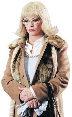 Героиня Барбары Брыльска свысока глядит на новогодний роман «детей».