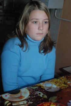 12-летняя Маша Химченко не растерялась и выпрыгнула из окна на улицу.