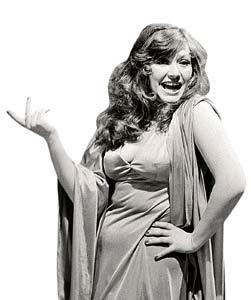 Аллу Борисовну по праву называют королевой нашей эстрады. Фото 1977 года.