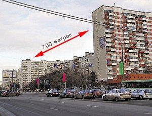 По сценарию от квартиры Лукашина до Надиного дома - почти семьсот километров. На деле - не больше семиста шагов.