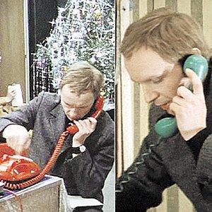 Забавный киноляп: телефон в Надиной квартире, как алкотестер, меняет цвет. Он то зеленый, то красный. На самом деле телефонов в новостройке еще не было. Свидетели съемок помнят, как Юрий Яковлев без конца бегал к телефонной будке звонить домой.