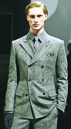 Серый двубортный пиджак, Gianfranco Ferre.