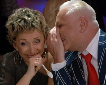 Боря Моисеев что-то долго шептал в ухо Елене Воробей. Наверняка непристойности. Фото: Леонид ВАЛЕЕВ