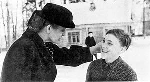 Четверокласснику Володе часто попадало от воспитателей пионерского лагеря. 1950 год.