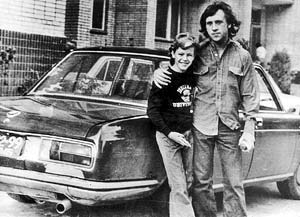 С младшим сыном Влади Вольдемаром около своего дома на Малой Грузинской, 28. Фото сделано в 1978 - 1979 годах Мариной Влади. Мальчику на снимке лет 12. Кстати, он ровесник сына первой жены Высоцкого Изольды.