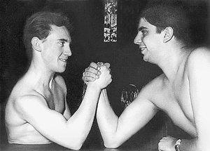 Кто сильнее? Вместе с другом детства Анатолием Утевским. 1958 год.