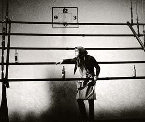 Владимир Высоцкий в роли тети Моти в спектакле «Берегите ваши лица». Театр на Таганке, февраль, 1970.