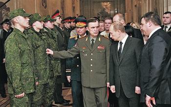 Генерал армии Исаков показал президенту обмундирование на основе нанотехнологий - невидимое в инфракрасном свете.
