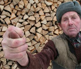 Житель села Жуков Михаил Гурпита: - Вот что нам дали, а не газ!