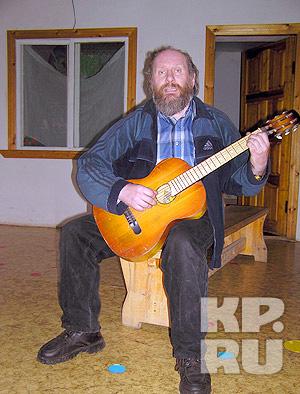 Брат Александр Ермалюк поет песню о Боге. Слушайте аудио ниже.