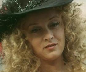Миледи Жанну Валуа в кино сыграли россиянка Маргарита Терехова («Д'Артаньян и три мушкетера») и американка Хилари Суонк («История с ожерельем»).
