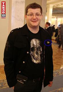 - Этот череп - «рентген» Ахметова, - отшучивался Владимир Арьев. Нардеп достиг своей цели, надолго «прописавшись» в сводках светских хроник.
