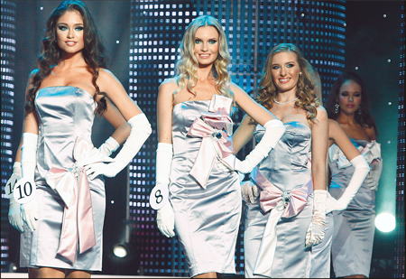 Заявки на участие в конкурсе «Мисс Украина Вселенная» подали 11 тысяч девушек. В финале участвовали всего 15 красавиц, но повезло лишь одной.
