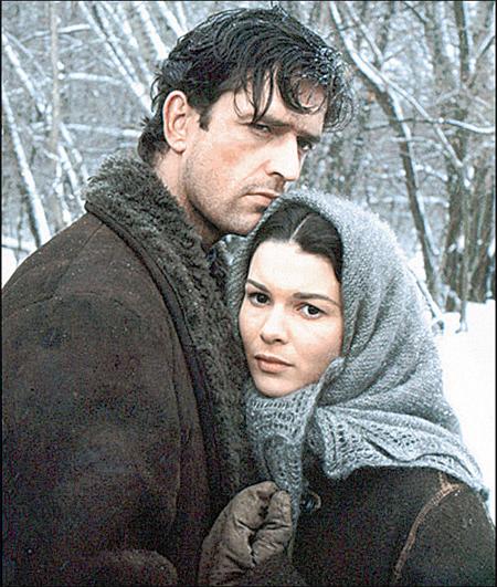 На роль Мелехова в новом фильме пригласили иностранного казака Руперта Эверетта, а Аксинью сыграла Дельфин Форест.