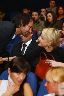 Нардеп Вакарчук поручкался с режиссером Литвиновой.
