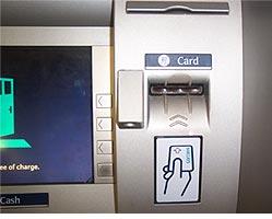 Так выглядит обычная щель банкомата