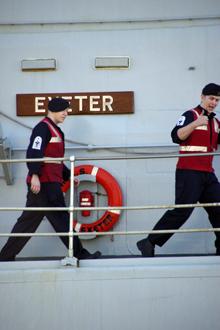 Моряки с «Эксетера» решили, что им устроили торжественную встречу, и высматривали на пристани хлеб-соль.