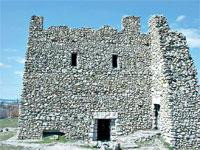 Неаполь Скифский: реконструированный мавзолей, где были обнаружены останки 72 аристократов, в том числе и царя.