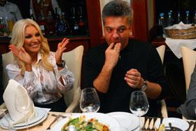 Увидев роскошный стол, супруг певицы Игорь Лихута аж присвистнул.