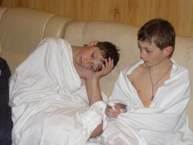 Мальчишки через полчаса после спасения. Андрей - слева, Сергей - справа.