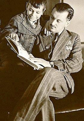 Сыну Андрею знаменитый отец читает своего «Дядю Степу».
