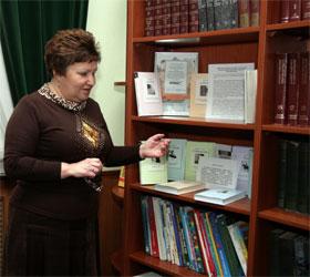 Виктория Телегина рассказывает, что учащиеся 100-го лицея больше всего читают «Дракулу», но и «Кобзарем» интересовались.