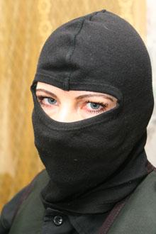В отличие от мужчин- телохранителей Лариcу допускают охранять жен арабского шейха, а супруге Михаила Саакашвили она помогала носить колясочку с малышом.