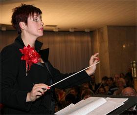 Хотя на дирижерский факультет консерватории Татьяна Калиниченко поступила лишь с третьего раза, сейчас она дирижирует Президентским оркестром.