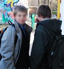 Приятель погибшего мальчика уверен, что его столкнули на рельсы.
